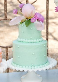 Mint and lavender are very tender colors, and using them for a wedding color scheme is a cool idea for a summer celebration. There are so many ideas to mix these colors in an elegant way!
