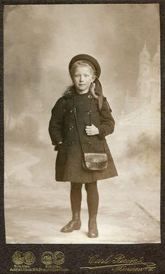 https://flic.kr/p/r6F3xa | CDV Portrait of a young girl - Germany - c.1915 | Studio: Carl Beste - Minden  img1998