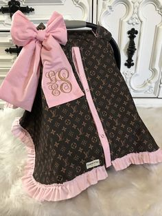 car seat canopy , LV car seat cover , comes with BOW and Ruffle - Baby Products Baby Girl Car, Baby Planning, Baby Sewing Projects, Baby Necessities, Cute Baby Clothes, Baby Girl Fashion, Baby Decor, Seat Covers, Baby Accessories