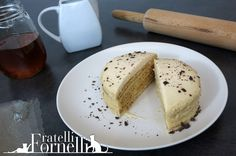 Mini version of the Medovik: a Russian layered cake filled with honey, greek yogurt and dulche de leche. The first video recipe by Fratelli ai Fornelli