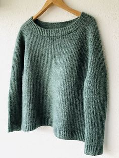 · The combination of yarns shows this unique color I had in my mind for such a soft and cozy, classic top-down raglan sweater. And I just love the simple slip stitch pattern creating a nice grip… Knitting Machine Patterns, Sweater Knitting Patterns, Knit Patterns, Hand Knitting, Diy Pullover, Hand Knitted Sweaters, Green Pattern, Knit Or Crochet, Ravelry