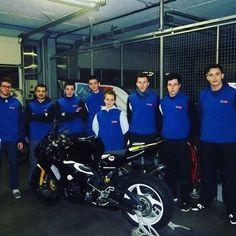 Des élèves de sections Moto qui assurent la préparation des motos Plus Race ont  fait les ajustement nécessaires lors des essais à Nogaro #GARAC #PlusRace #Moto #LeGARACdanslaCourse #course #circuit