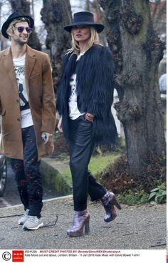 Kate Moss porte un tee-shirt à l'effigie de David Bowie le 11 janvier, date de…
