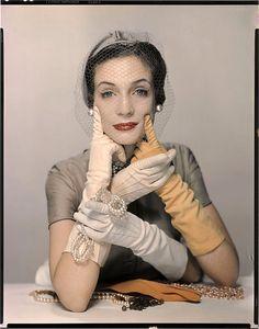 Variante de la photographie parue dans Vogue US, 1er mars 1950 | Flickr - Photo Sharing!