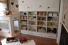 Personalizar estantería Besta de Ikea como juguetero.