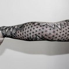 tatouage-bras-geometrique