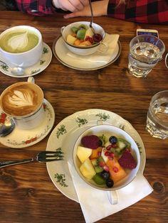 Café mit tropischen Wohlfühl-Flair 🌱🌿🍃 Perfekt für einem Kaffee mit der besten Freundin 👯