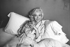 Marilyn made a picture session with for Look  magazine with photographer Milton Greene, this one was taken at Joe Schenck's place. The pictures were published in the magazine issue dated November 17, 1953.