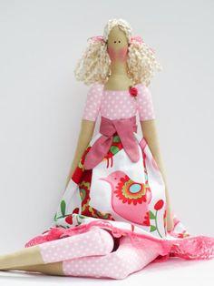 Questa bambola molto bella e dolce è un dono prezioso a mio parere. Una bambola che non riesci a trovare da nessuna parte, con una finitura