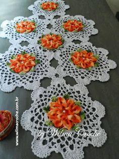 Wilma Crochê: Caminho de mesa flor bico de papagaio