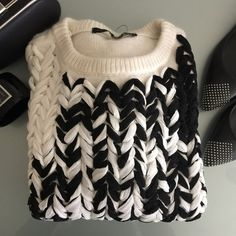Zara sweater NWOT New without tag. 100% Polyester Zara Tops