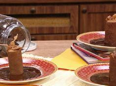 Receita de Indulgência de Chocolate - Tuille de chocolate:, 100g de manteiga sem sal integral, 100g de xarope de milho, 75g de clara de ovo pasteurizada, 90g de farinha de trigo, 10g de cacau 100%, Brownie de chocolate:, 200g de manteiga integral sem sal, 100g de chocolate meio amargo, 160g de ovo tipo extra, Mousse de chocolate rápida:, 400g de chocolate ao leite, 200g de creme de leite fresco, 300g de clara de ovo pasteurizada, Caramelo de chocolate:, 100g de fondant, 50g de glucose líquid...