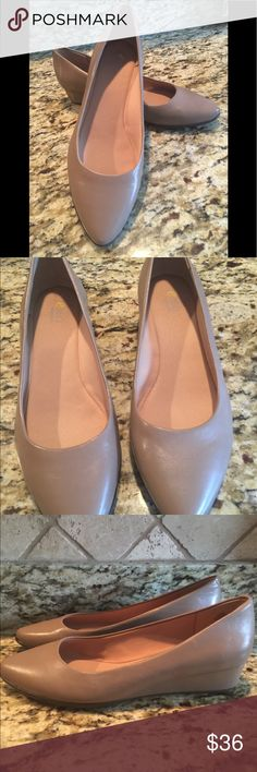 New Easy Spirit 360 Taupe flats New In Box New Easy Spirit taupe flats. 8.5 medium.  Never worn.  Original box.  Classic flat goes with many outfits!   Perfect condition. Easy Spirit Shoes Flats & Loafers