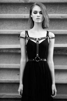 Punk Rock Handcrafted Off Shoulder Caged Frame Body Bondage Leather Harness Waist Belt Straps Style Grunge, Grunge Goth, Goth Style, Mode Alternative, Alternative Fashion, Dark Fashion, Grunge Fashion, Mode Sombre, Mode Inspiration