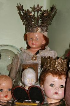 Dolls and crowns