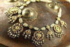 Inrrestable kundan necklace design by Jagadish jewellers Royal Jewelry, India Jewelry, Gold Jewelry, Trendy Jewelry, Unusual Jewelry, Wedding Jewelry, Bridal Jewellery, Necklace Designs, Fashion Jewelry