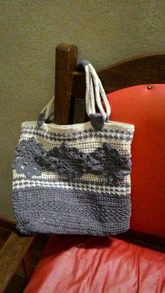 Bolsa feita com linha de pets e fios de algodão reciclados