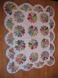 Dresden plate.  what fun. When making scalloped borders, scrap binding is not the ideal choice. Cute Quilts, Small Quilts, Scrappy Quilts, Dresden Plate Patterns, Quilt Block Patterns, Quilt Blocks, Dresden Plate Quilts, Colorful Quilts, Miniature Quilts