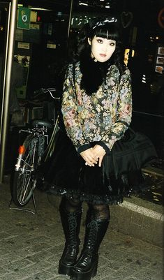 "manda-the-stars-shine-bright: "" angel-bruises: "" poupeedream: "" my-ear-trumpet: "" heavymettle: ""Gothic Lolita "" "" Mode Harajuku, Harajuku Fashion, Gothic Lolita Fashion, Gothic Outfits, Romantic Goth, Victorian Goth, Creepy Cute, Mori Girl, Visual Kei"