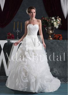 Alluring Organza Sweetheart Neckline Ball Gown Wedding Dresses with Beaded Lace Appliques