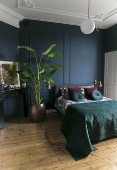 Navy Blue Rooms, Blue Bedroom, Home Decor Bedroom, Bedroom Wall, Master Bedroom, Blue Walls, Interior Design Trends, Interior Inspiration, Blue Bedding