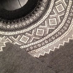 Marius-genser rund sal pattern by Unn Søiland Dale Crochet Necklace, Knitting, Sweaters, Pattern, Diy, Fashion, Moda, Tricot, Bricolage