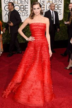 Allison Williams in a fiery strapless Armani Prive gown and Cartier jewels on the Golden Globes 2015 Red Carpet. Allison Williams, Armani Prive, Fantasy Fashion, Beauty And Fashion, Red Carpet Gowns, Red Gowns, Foto Fashion, Star Fashion, Dress Fashion