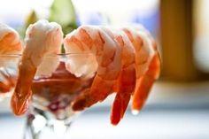 Best healthy snacks - personally I love shrimp cocktail. Pizza Snacks, Snacks Für Party, Party Appetizers, Fresco, Quaker Instant Oatmeal, Vegas Party, Casino Party, Party Party, Party Ideas