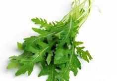 Rukola je listová zelenina plná vitamínů