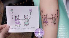 Tatuaggio disegno figlio, tatuaggio bambini, tatuaggio sorelline, tatuaggio braccio, tatuaggio colori, tatuaggio scritta, tatuaggio iniziali, tatuaggio lettere, tatuaggio E, tatuaggio M - Violet Fire Tattoo - tatuaggi maranello, tatuaggi modena, tatuaggi sassuolo, tatuaggi fiorano - Adam Raia