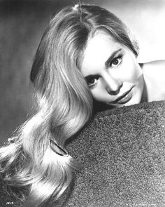 And she had a thing for wearing hair clips like this. | 19 Dreamy Photos Of Forgotten Style Icon Tuesday Weld