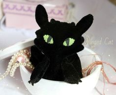 Малыш Беззубик. Сделан из мягкого черного бархата, лапки, крылья и хвост подвижные. Рост 12 см. Цена: 600 руб