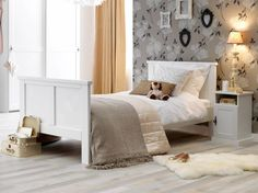 Das Bett Dreams ist ein klassisches und stiilvolles Bett von Life Time zu einem unschlagbaren Preis. In verschieden Ausführungen und mit passenden Schränken e