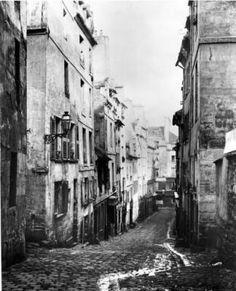 Rue Fresnel vu de l'impasse de Versailles Paris, 1858. Photo Charles Marville.