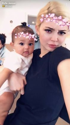 Kylie Jenner poses up a storm with six-month-old daughter Stormi - Celebs Kylie Jenner Daily, Kylie Jenner Snapchat, Kylie Jenner Photos, Looks Kylie Jenner, Kendall And Kylie Jenner, Jenner Kids, Jenner Family, Kylie Travis, Travis Scott