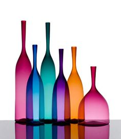 [Joe Cariati Glass Collection, Glassblower in Los Angeles, Contemporary Decanters] . Colored Glass Bottles, Bottles And Jars, Perfume Bottles, Colored Vases, Coloured Glass, Still Life Photography, Glass Photography, Glass Ceramic, Modern Glass