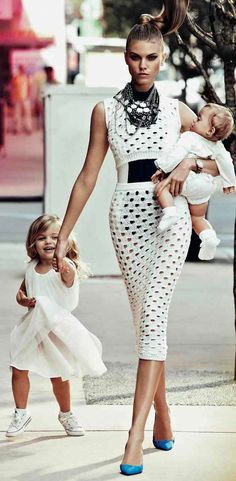 Maryna Linchuk by Alexi Lubomirski for Vogue Russia May 2012 White Fashion, Look Fashion, Womens Fashion, Daily Fashion, Fashion Tips, Lady Like, Family Shoot, Moda Boho, Looks Chic