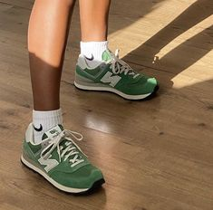 Green New Balance, New Balance Shoes, Aesthetic Shoes, Aesthetic Clothes, Aesthetic Light, Pink Aesthetic, Hype Shoes, Mode Streetwear, Lookbook