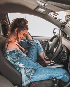 Ideas For Photos In The Car – Aufloria - Famous Last Words Portrait Photography Poses, Pic Pose, Fashion Photography Poses, Girl Photo Poses, Tumblr Photography, Girl Photos, Autumn Photography, Photography Tips, Style Photoshoot