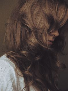 Soft gorgeous waves and honey-red dark blonde color- so flattering.