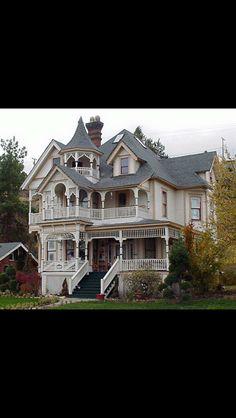 1890's house in Klamath Falls Oregon Victorian Decor, Victorian Houses, Victorian Gothic, Abandoned Mansions, Abandoned Houses, Old Houses, Victorian Architecture, Architecture Details, House Inside