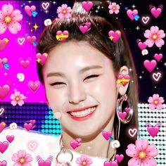 Blackpink Memes, Kid Memes, Meme Meme, Song Lyrics Wallpaper, Wallpaper Quotes, Meme Faces, Funny Faces, Heart Meme, Kiss Makeup