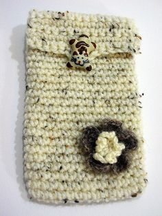 Cover Iphone crocheted closing with cat-shaped  di PyrosePatch