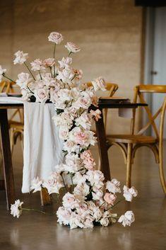 Modern Wedding Flowers, Blush Wedding Flowers, Wedding Table Flowers, Wedding Table Decorations, Rose Wedding, Blush Roses, Flower Decorations, Floral Wedding, Wedding Bouquets