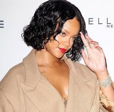 Parsons has Rihanna on tap for another wonderful initiative. Word on the street is that Rihanna Partners With Designer Donna Karan for DOT Haiti Project Sleek Look, Black Women Hairstyles, Haiti, Donna Karan, Rihanna, Short Hair Styles, Dots, Beauty, Design