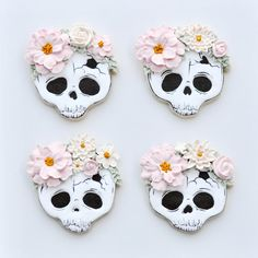 Was told you all might like these! I made skull cookies with pretty piped flower crowns! Cookies are shortbread decorated with royal icing. Hand painted details done with Edible Arts Black paint. Halloween Cookie Recipes, Halloween Cookies Decorated, Halloween Sugar Cookies, Halloween Food For Party, Halloween Cakes, Halloween Skull, Decorated Cookies, Pink Halloween, Crown Cookies
