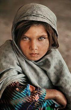 Rostos de crianças do mundo inteiro