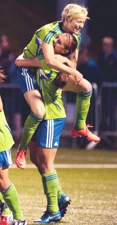 Alex Morgan and Megan Rapinoe Morgan Usa, Alex Morgan, Orlando Pride, World Cup Champions, Megan Rapinoe, Sports Baby, One Team, Soccer Players, Female Athletes
