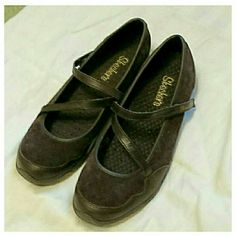 Skechers women's shoes Leather uppers, with velcro strap. Good condition Skechers  Shoes Flats & Loafers