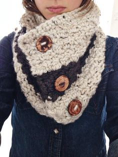 Chunky Crochet Cowl. Crochet Cowl. Scarf. Chunky scarf. Cozy cowl. Cowl with handmade buttons. Cowl with buttons. Scarf with buttons.
